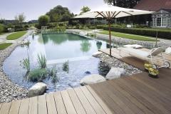 Schwimmteich mit Terasse Bildquelle: Balena GmbH