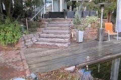 Steintreppe zum Schwimmteich