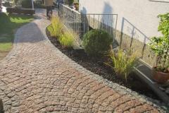 Gartenweg aus Stein